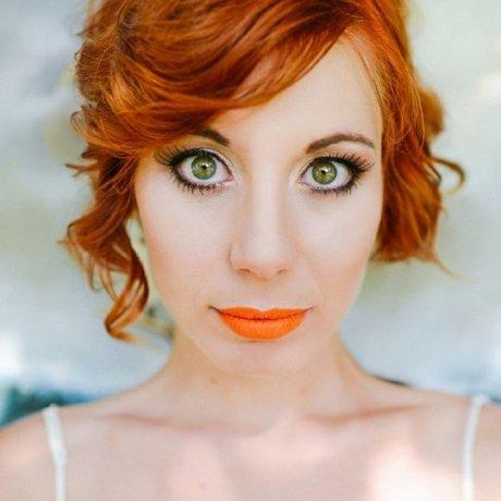 cheveux-oranges-rouge-a-levres-corail